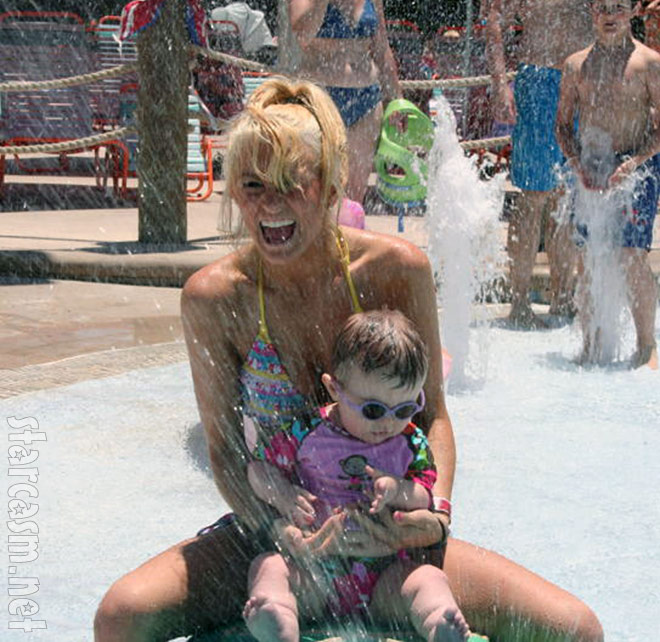 Teen Mom 2 Leah Messer and daughter Aliannah at a water park in Florida
