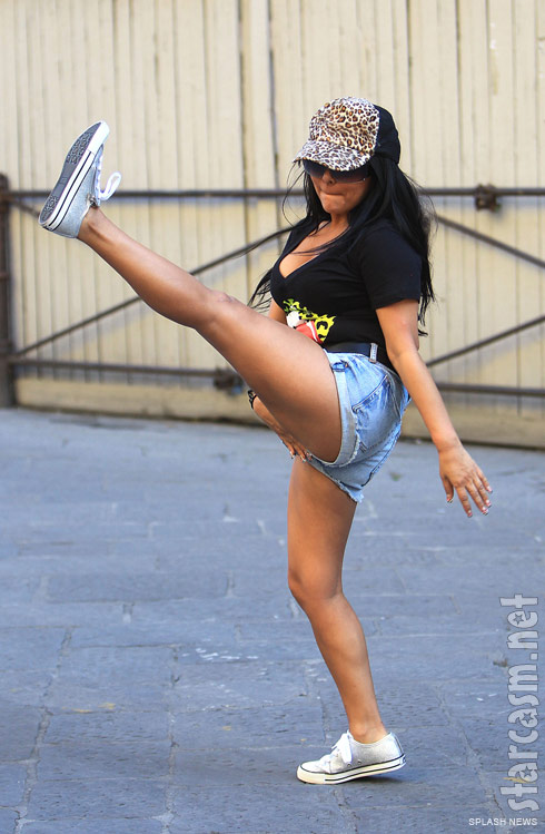 Snooki shows off her high kick skills in Florence Italy