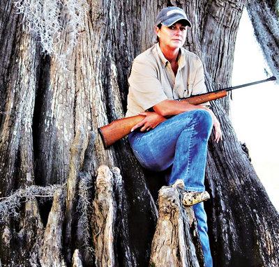 Gator Queen Liz Cavalier Swamp People Troy Landry Rifle Choot