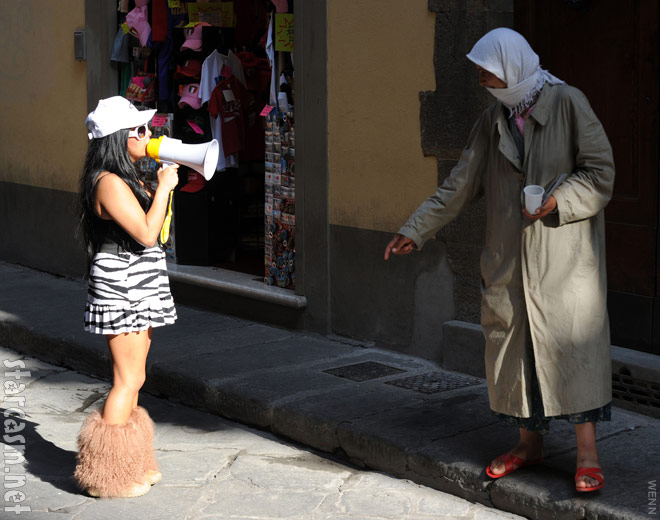 Snooki uses a megaphone to talk to a gypsy on the streets of Florence Italy