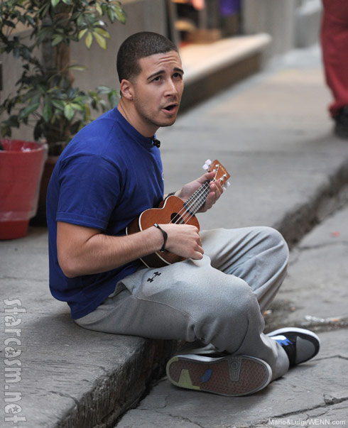 Jersey Shore's Vinny Guadagnino serenades passerbys in Florence Italy