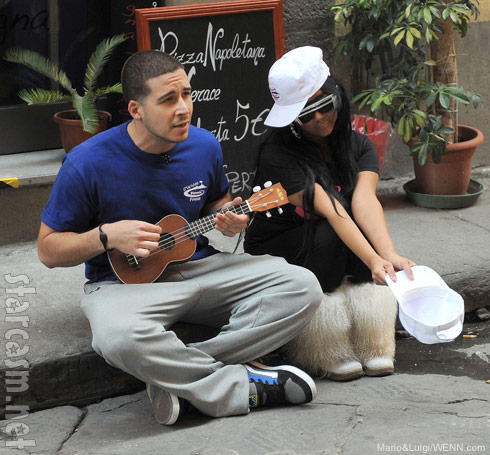 Vinny Guadagnino and Snooki busk in Florence