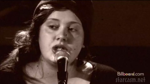 Young Adele performs acoustic Chasing Pavement in 2008