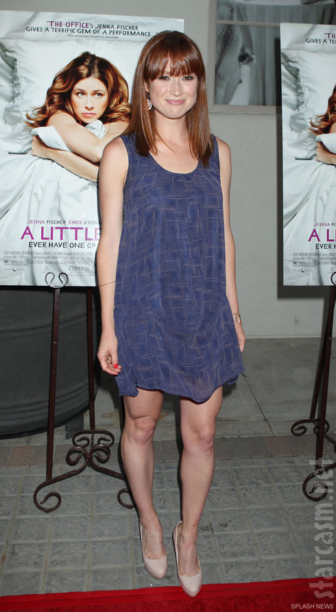 Ellie Kemper supports The Office cast mate Jenna Fischer at her 'A Little Help' film premiere