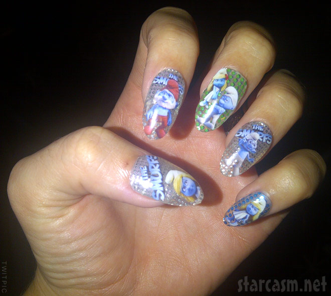 Katy Perry Smurf nails for The Smurfs movie premiere