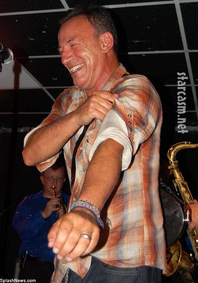 Bruce Springsteen surprises at Clarence Clemons tribute concert