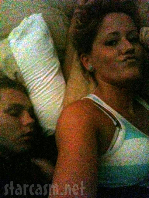 Jenelle Evans leaves Kieffer Delp, tweets photo of her and a guy sleeping together