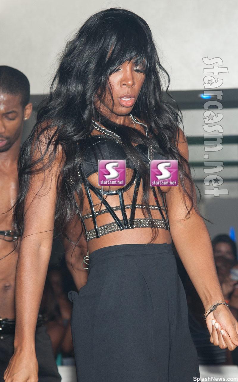 Singer Kelly Rowland's nip slip