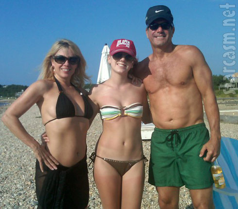 Ramona Singer poses with husband Mario Singer and dughter Avery Singer in a bikini