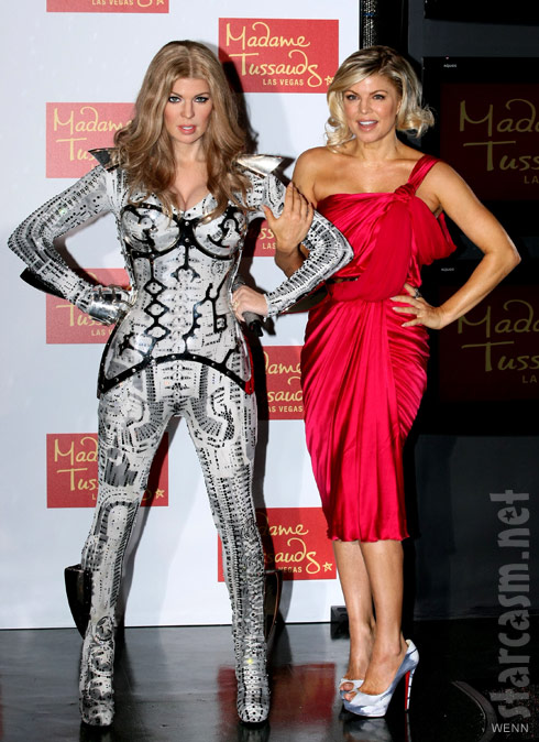 Fergie poses with her wax sculpture at Madam Tussauds in Las Vegas