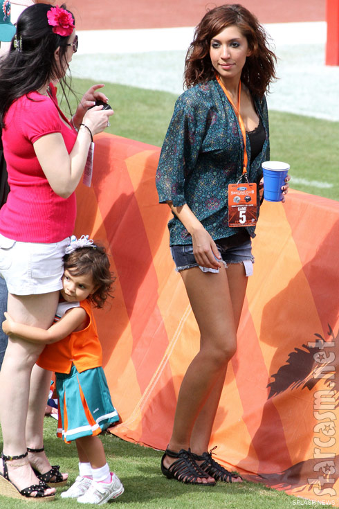 Teen Mom Farrah Abraham, daughter Sophia and a mystery friend on the Miami Dolphins sideline