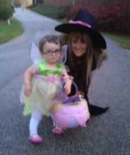 Teen Mom Leah Messer and daughter Aliannah in a Tinkerbell Halloween costume