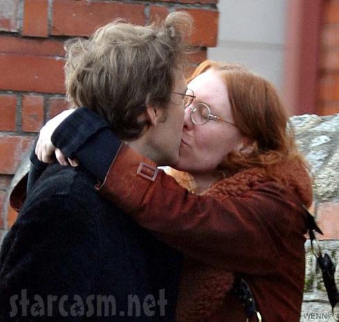 Gillian Welch and David Rawlings kissing
