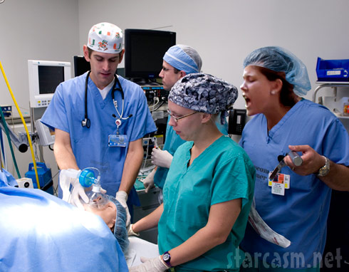 Teen Mom Jenelle Evans in the operating room as a surgical assistant