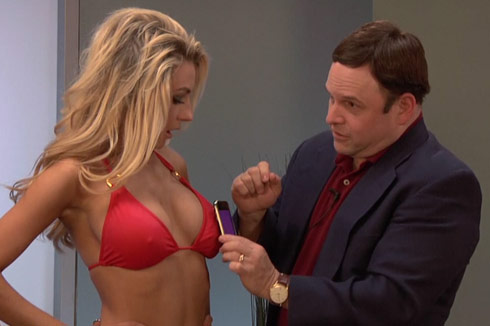 Jason Alexander fondles Courtney Stodden's breast