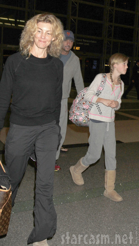 Photos faith hill without makeup at lax for How old are faith hill s daughters