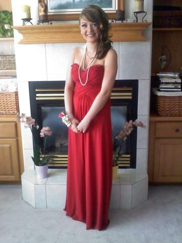 Katie Yeager prom photo