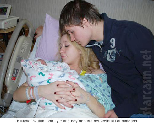 16 and Pregnant Nikkole Paulun and son Lyle with his dad Joshua Drummonds