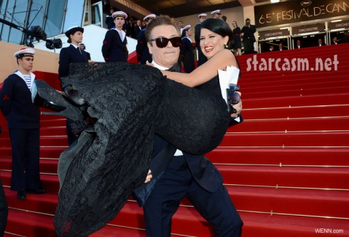 Hilaria Thomas gets carried by fiance Alec Baldwin