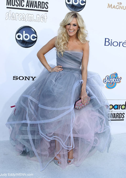 PHOTOS: Carrie Underwood fluffy silver and pink dress; sings \