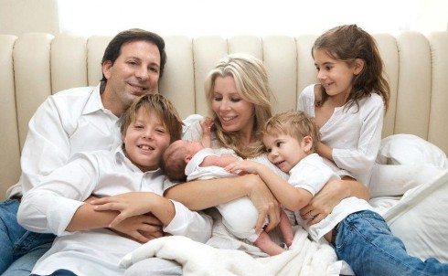Aviva Drescher poses for a family portrait with husband Reid and their four children