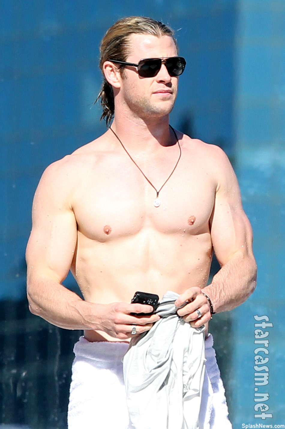 PHOTOS Chris Hemsworth displays Thor-like physique down