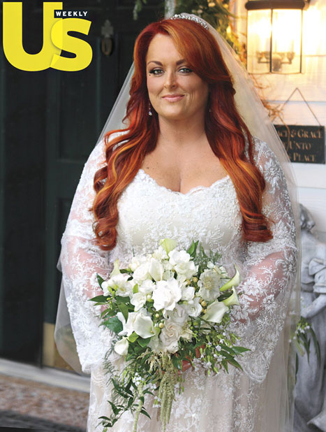 Wynonna Judd wedding with Cactus Moser wedding gown photo