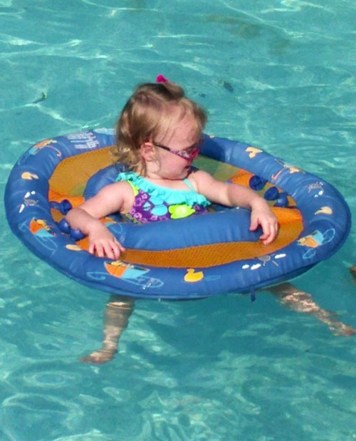 Leah Messer's daughter Aleeah Grace chilling in the pool