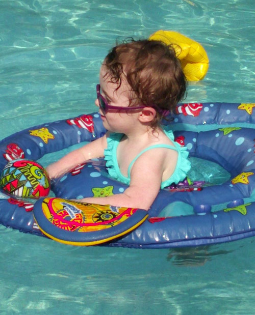 Leah Messer's daughter Aliannah Hope in the swimming pool