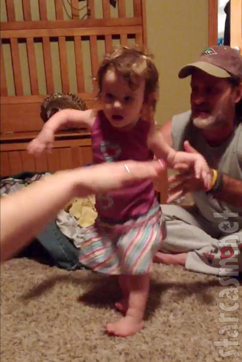 Teen Mom 2 sta Leah Messer's daughter Ali takes her first steps