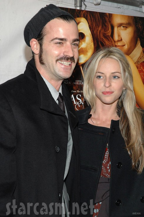 Justin Theroux with ex-girlfriend Heidi Bivens with blonde hair in 2005