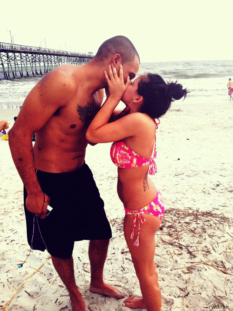 Kieffer Delp kissing Jenelle Evans in a bikini on the beach