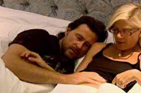 Tori Spelling in bed with Dean McDermott on 'Tori & Dean'