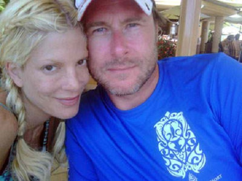 Tori Spelling poses with husband without make-up