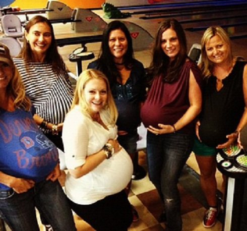 Melissa Joan Hart shows off her baby bump