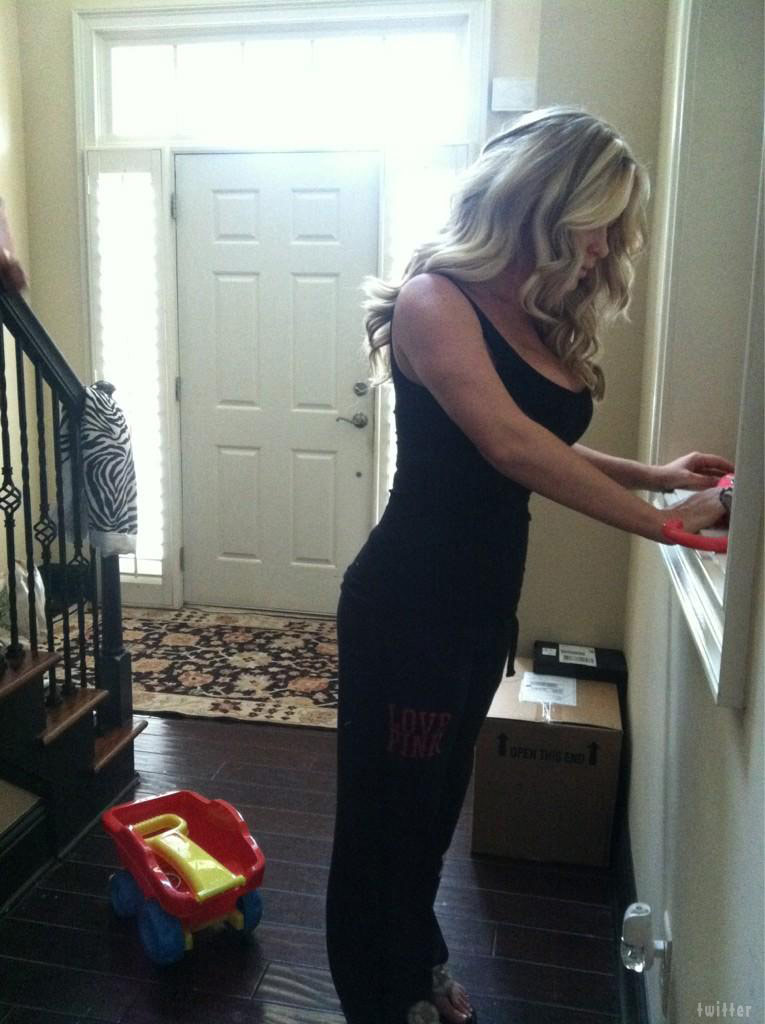 PHOTO Kim Zolciak loses baby weight in two weeks ...