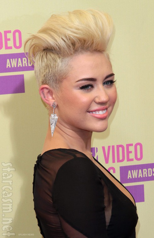 Miley Cyrus 2012 MTV VMAs red carpet