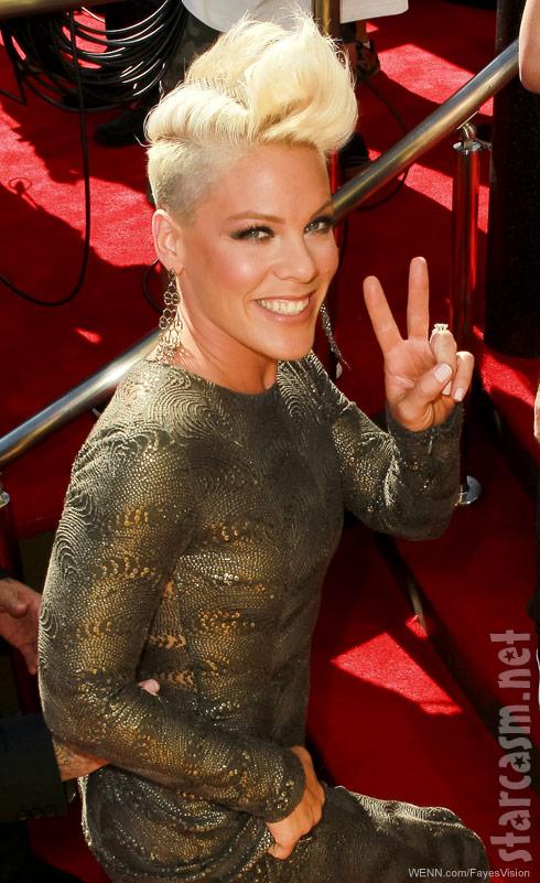 Pink 2012 MTV Video Music Awards red carpet photo