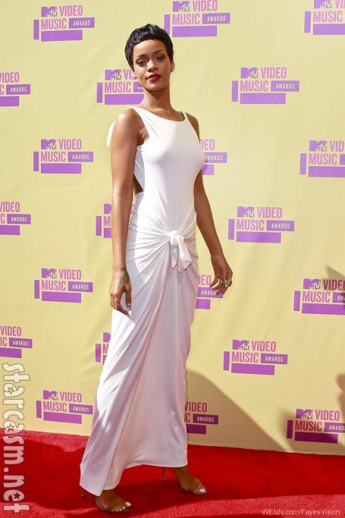 Rihanna 2012 MTV Video Music Awards red carpet photo