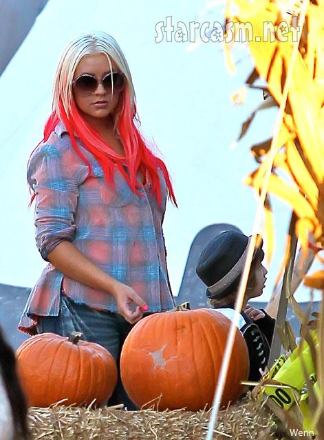 Christina Aguilera pink hair extensions