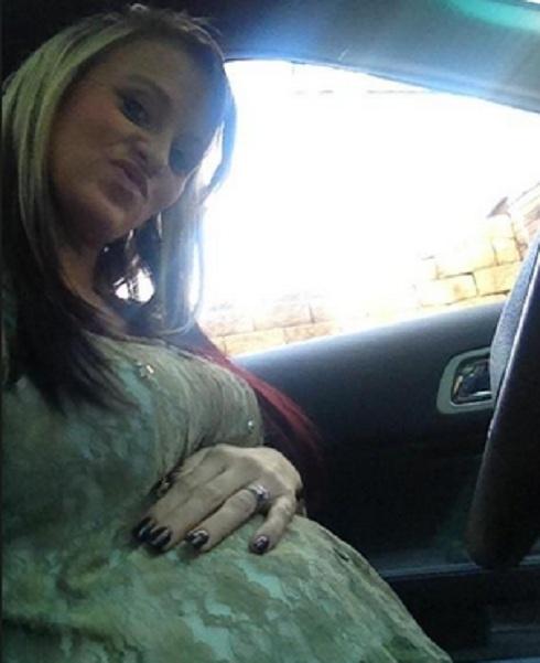 'Teen Mom 2' star Leah Messer reveals baby bump
