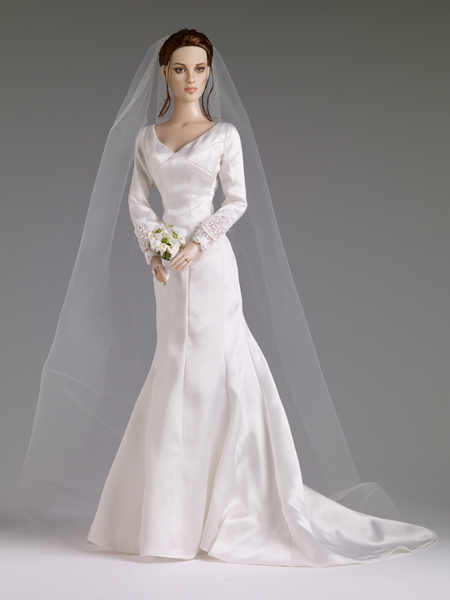 Twilight Tonner doll Forever Bella with Kristen Stewarts in a wedding dress