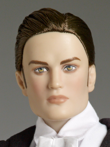 Twilight Forever Edward Tonner doll detail view of Robert Pattinson's face