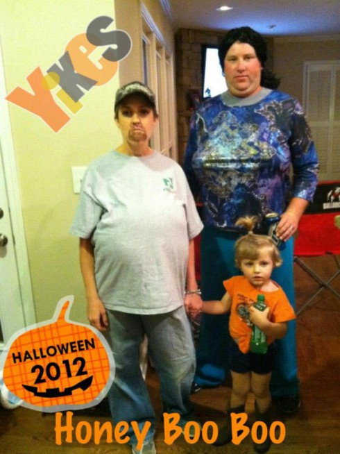 Family dressed as the Thompsons from Here Comes Honey Boo Boo for Halloween