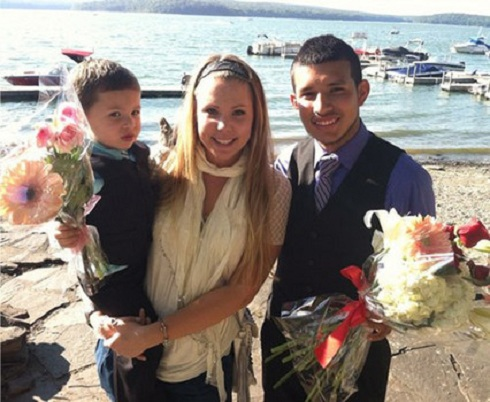 'Teen Mom 2' star Kail Lowry and Javi Marroquin pose with Isaac after their engagement