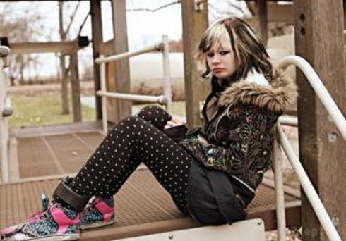 Youtube teen bank robber Hannah Sabata wearing an ankle bracelet