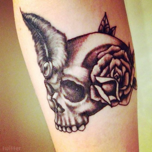 Photo of Jenelle Evans skull and rose tattoo on her right forearm