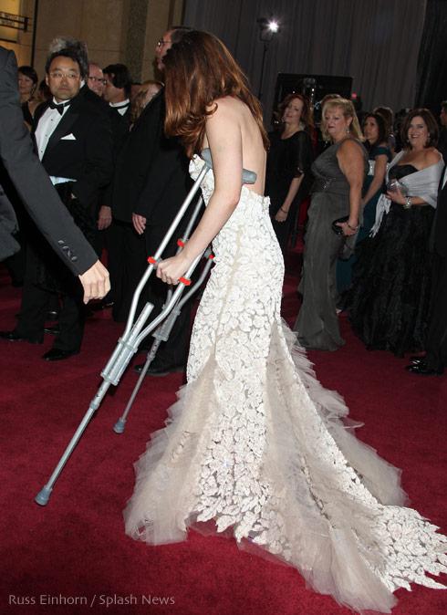 Kristen Stewart crutches 2013 Oscars