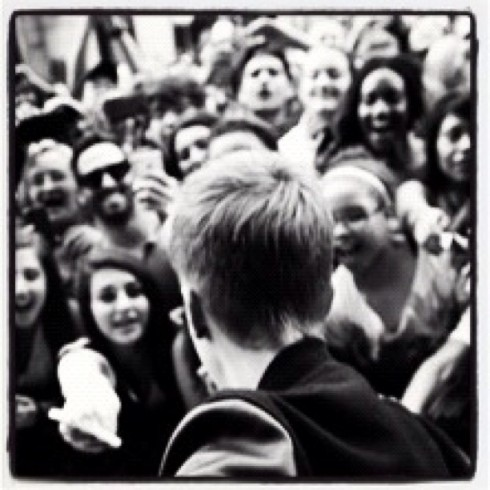 Justin Bieber photo with fans posted during Twitter rant