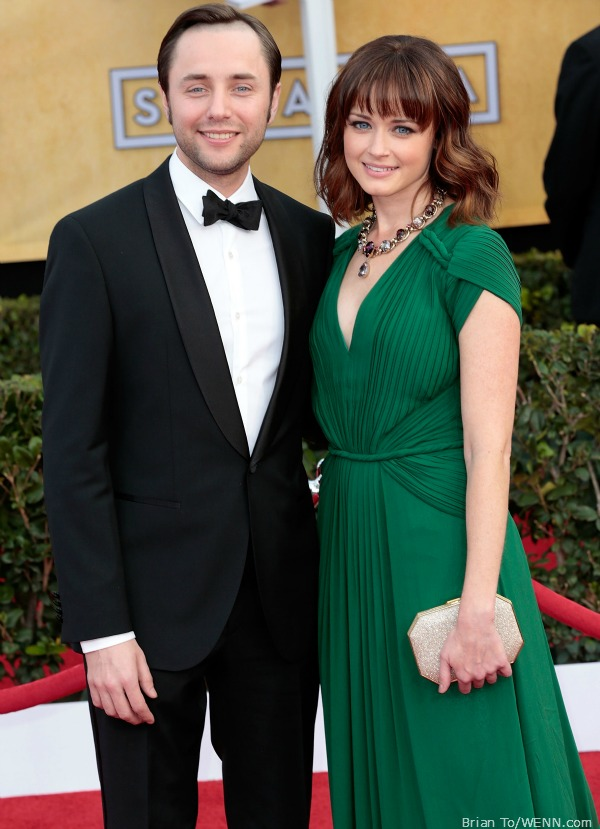 vincent kartheiser and alexis bledel bledel is engaged to mad costar vincent kartheiser 11164